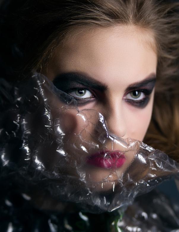 Fierce - Caitlin Hoekstra, make-up door Meinke de Boer