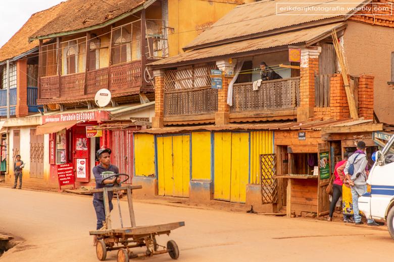 Vervoersmiddel op Madagaskar - Vandaag een veel gezien vervoersmiddel in een dorp op Madagaskar.
