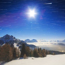 Volle maan en startrails in de Dolomieten
