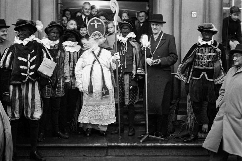Sint Nicolaas - November 1951; intocht Sint Nicolaas.<br /> Fotograaf; Harry Bedijs.<br /> Copyright; Stichting Foto Bedijs