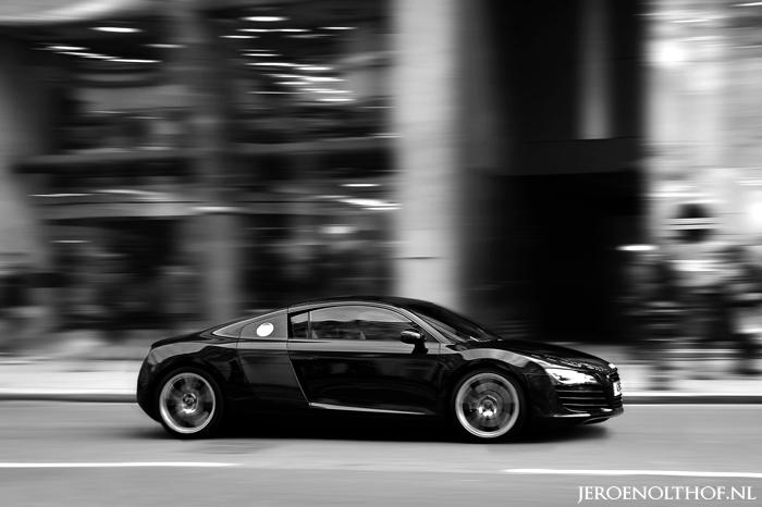 Audi R8 - Brompton Road, Londen.