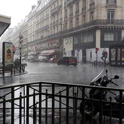 Paris...raining...thanks there is Metro ⛱