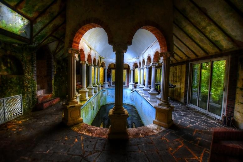 Verlaten Griekse badkamer  -