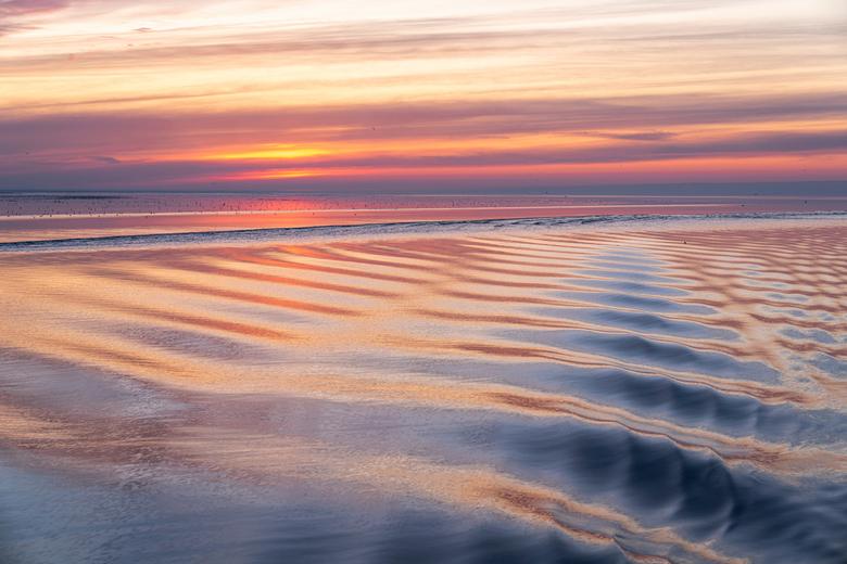 Zonsondergang waddenzee - Op de terugweg vanuit Ameland was er een bijzonder fraaie zonsondergang te zien over het wad.