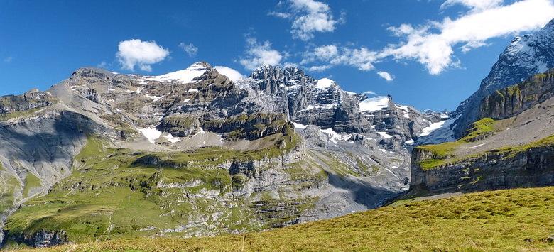 Gamarogno Zwitserland. - Wandeling naar Monte Gambarogno 1739 meter hoog. of je daar alleen op de wereld bent.<br /> <br /> 8 september 2014.<br />
