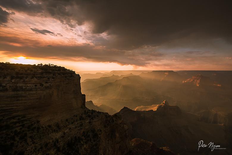 Maricopa point, Grand Canyon - Terwijl honderden toeristen verderop stonden te genieten van de ondergaande zon, liep ik verkeerd en kwam op dit punt t
