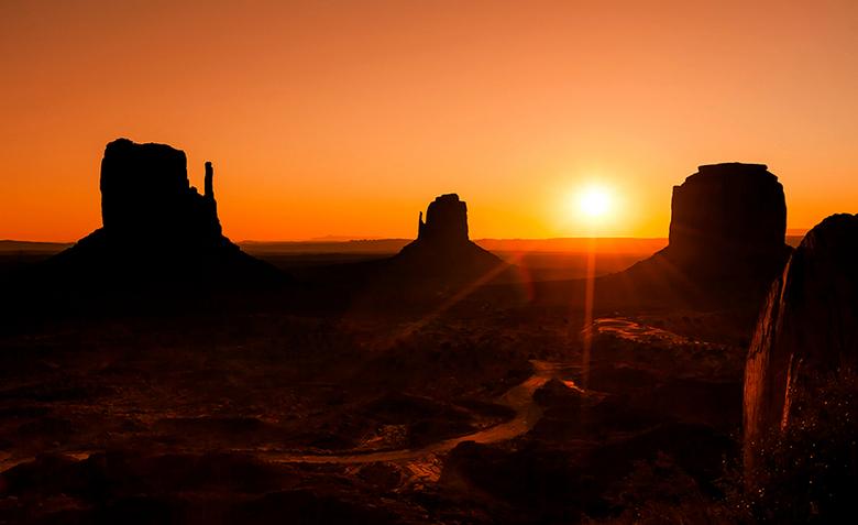 Monument valley sunset - Waanzinnige plek om de zon op te zien komen!