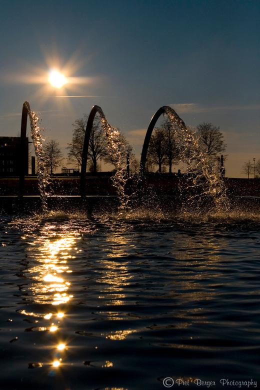 Take a shouwer? - Ceze foto geeft me een zomers gevoel door de zon en het water.<br /> Het was er koud maar deze foto maakt dat goed.