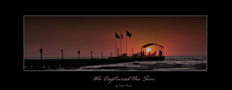 We Captured the Sun - Op een avondje ff naar buiten gegaan op vakantie om de zonsondergang weer eens vast te leggen. Prachtige lokatie in Kusadasi bij