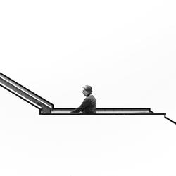 Man en vrouw op trap
