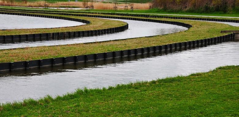 Ovaal - In het park van Luna te Heerhugowaard is er vlak bij het gemaal (poldermuseum) een water aangelegd met diverse ovalen. Erg grappig om te zien.