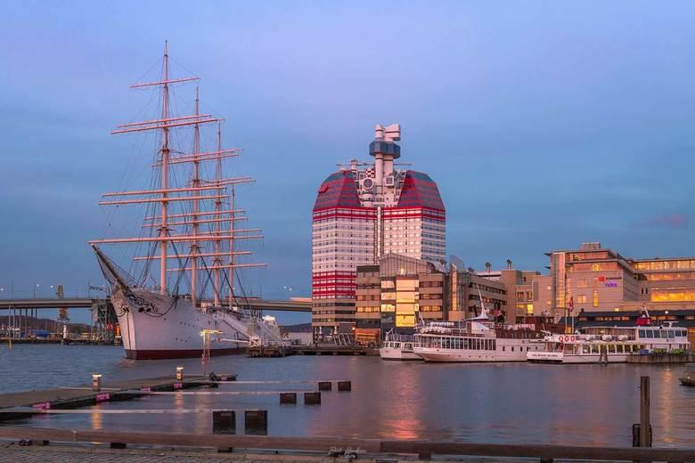 Lilla Bommen - Lilla Bommen, ook wel de 'Lippenstift' of het 'Legohuis' genoemd. Haven van Göteborg - Zweden.