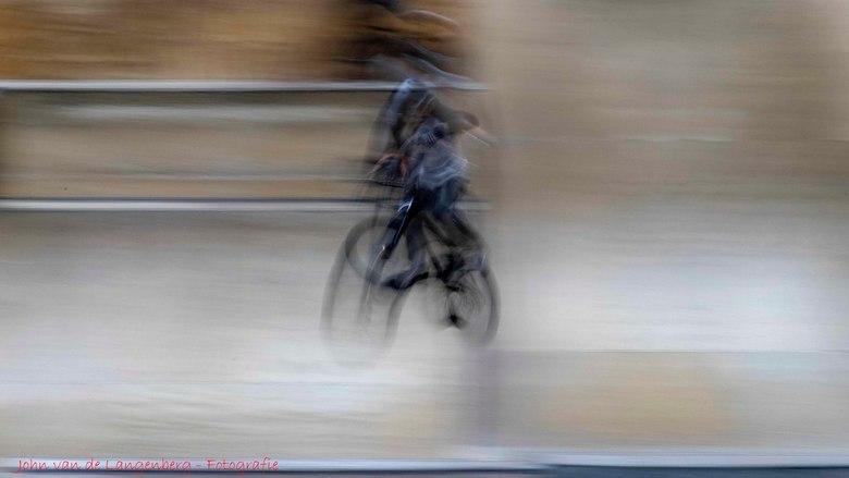BMX FREESTYLE (AREA 51) - Freestyle BMX is het creatieve gebruik van fietsen die oorspronkelijk bedoeld zijn voor fietscross. Het kan worden opgedeeld