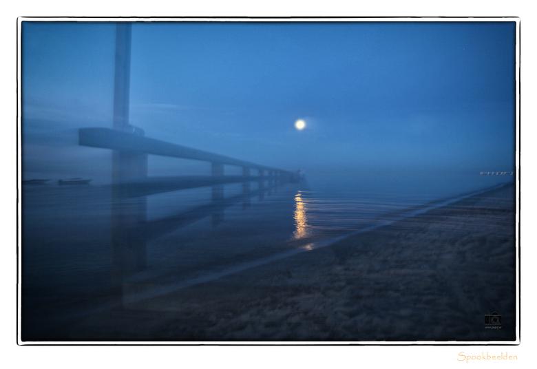 Spookbeelden - Spookbeelden, ook meetrekken met  lange sluitertijd. Wel de maan ontdaan van een meetrekstreep.