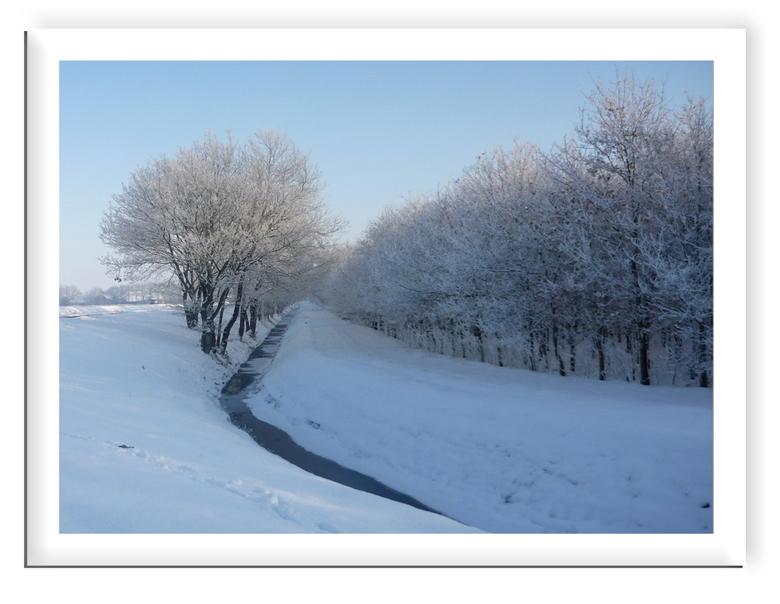 brrrrr   we krijgen weer sneeuw  -  even een voor proefje   van wat nog kan komen.Hier is alles nog niet weg