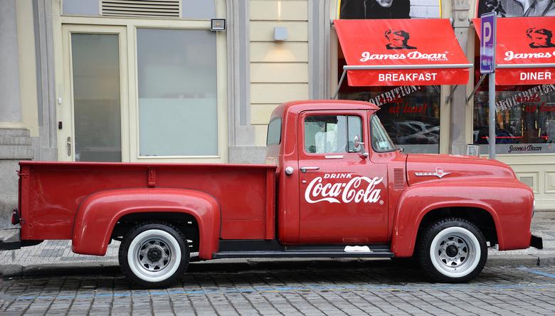 "Drink Coca Cola - <a href=""http://nl.wikipedia.org/wiki/Ford_F-Series"">http://nl.wikipedia.org/wiki/Ford_F-Series</a>"