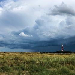 Regenwolken en vuurtoren