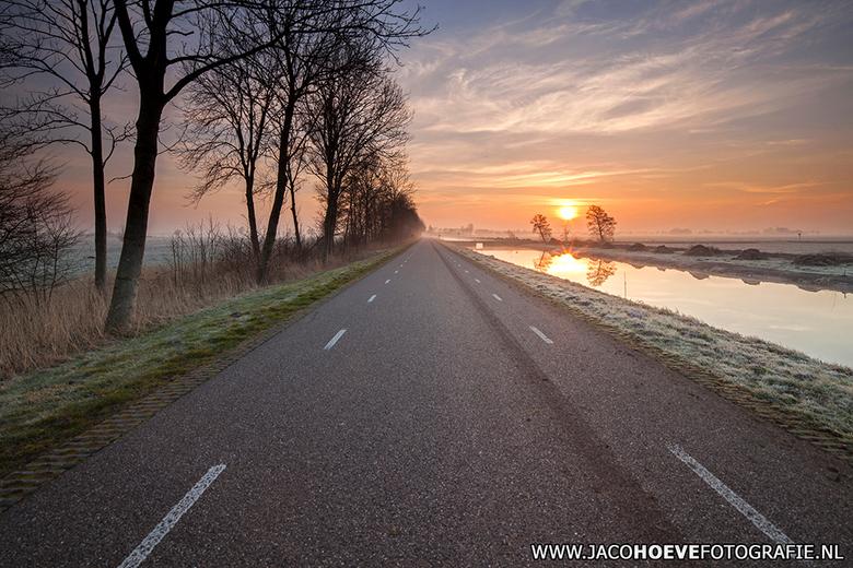 6 maart 2014 - II - 6 maart 2014 was er een prachtige zonsopkomst in Rouveen!