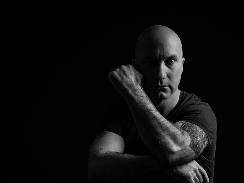 Ed Duinkerke - Foto shoot met Ed Duinkerke als model, gebruik van 1 lamp met snoot en grid.