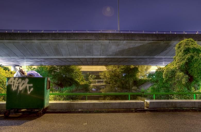 UrbanNature - Dit is een combinatie van natuur; Water, planten, bomen en ruwe materialen als; Staal en beton. Het is een HDR opname met 7 exposures. I