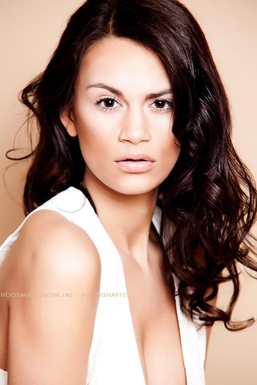 """Savannah  - Savannah: uit de beauty shoot van van de week.<br /> Muruelle heeft het haar en de visagie deze keer gedaan <img  src=""""/images/smileys/sm"""