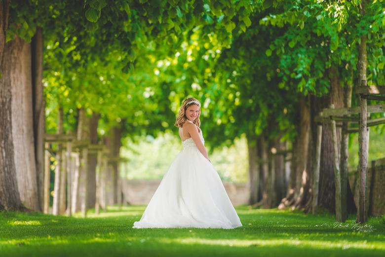 Like a princes - Een prachtige jonge dame<br /> <br /> Gemaakt met een flitser met Magmod Magsphere.
