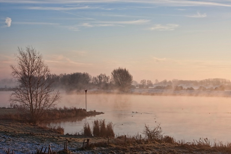 De Lek nabij Schalkwijk - De rivier de Lek nabij Schalkwijk op 8 december 2012 om 09:09 uur.