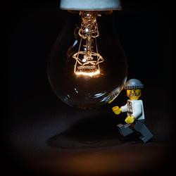 Tegen de lamp lopen