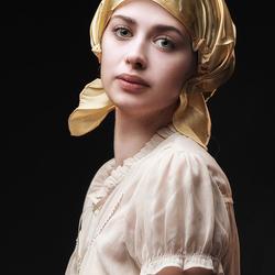 girl with golden cap