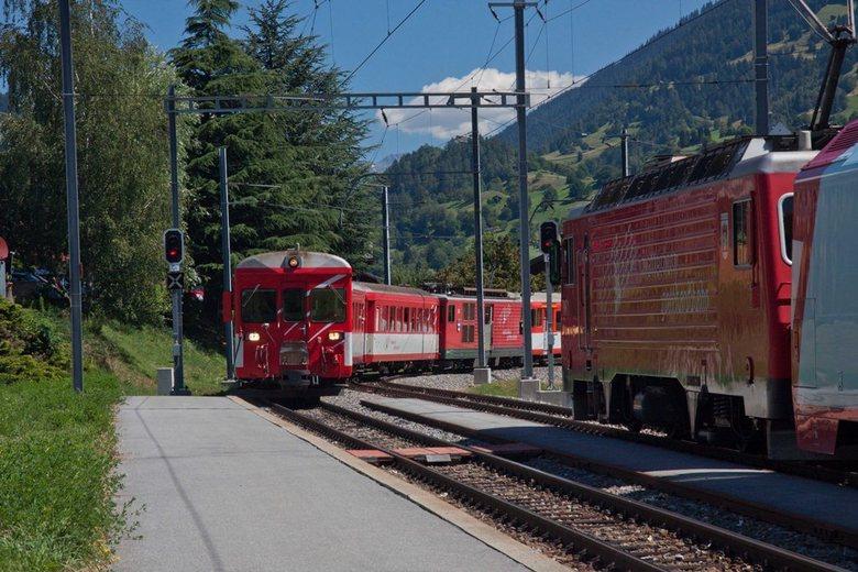 Ochtenddrukte op Bahnhof Lax - Ochtenddrukte op het bahnhof Lax in het Ober Wallis
