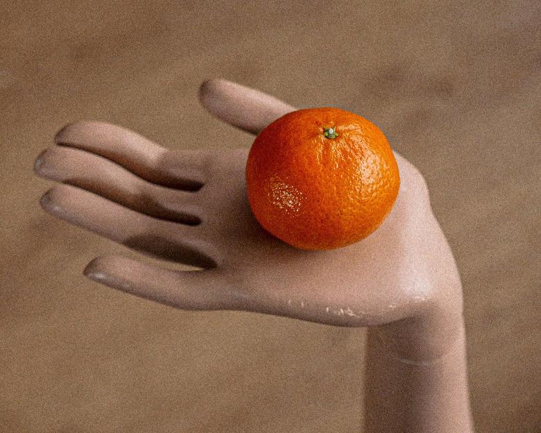 Mandarijn - Het onderwerp van de maandelijkse opdracht bij een andere fotoclub was: Fruit. Ik had nog een oude etalagepop, dus...