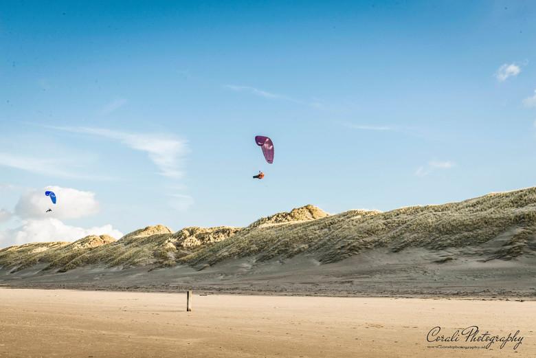 Paragliding in Wijk aan Zee - Genoeg wind om te kunnen paragliden op het strand in Wijk aan Zee