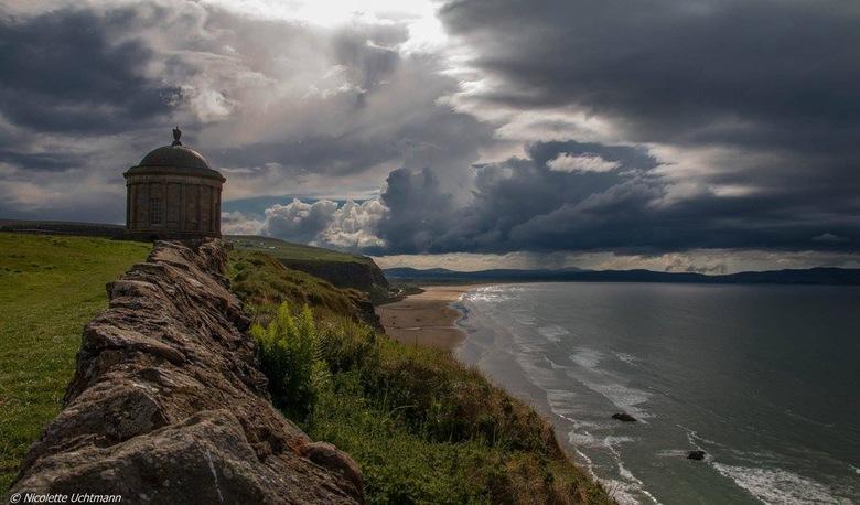 Mussenden Temple - Alles komt samen: landschap, zee, wind , zon en wolken