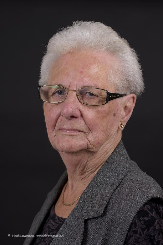 Mijn moeder vandaag 92 jaar - Mijn moeder Johanna Laverman - de Lange is vandaag 92 jaar geworden in prima gezondheid.<br /> <br /> Gemaakt in mijn