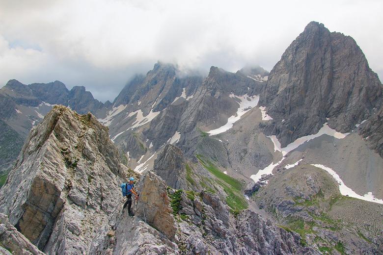 """Madonnen Klettersteig Boven op de graat met uitzicht op de Simonskopf. - Prachtige actiefoto van mij, als je goed kijkt, ik sta er op <img  src=""""/imag"""
