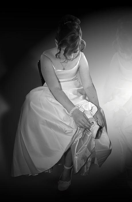 Prinses Nina - Tijdens een trouwerij had dit bruidsmeisje pijn in haar voeten. Ze zat er zo mooi bij dat ik hier een foto van wilde. De achtergrond is