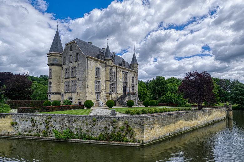 Kasteel Schaloen - Nog maar weer een foto van het prachtige kasteel Schaloen in Oud-Valkenburg.<br /> <br /> Groet Piebe