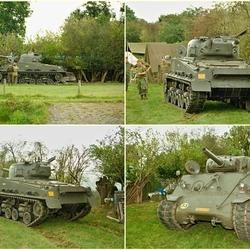Sherman tank in het kamp.