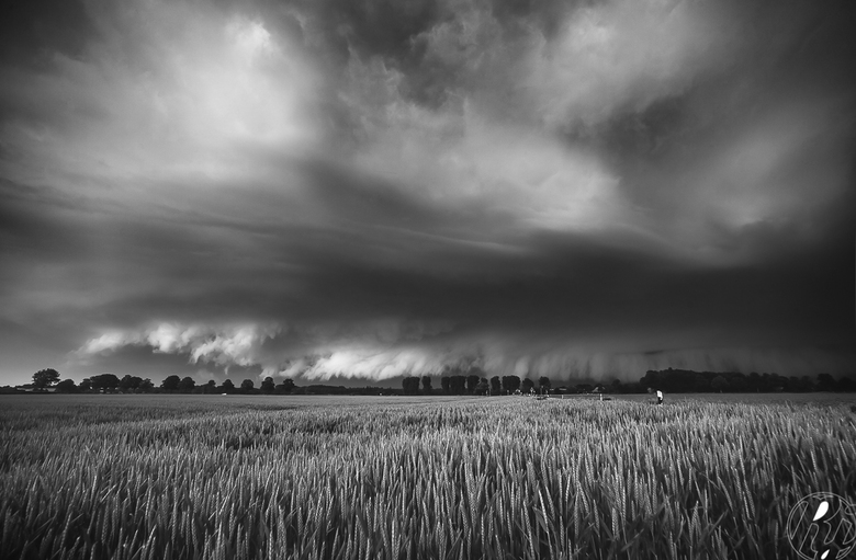 Storm Front - Op 01-06-2016 ben ik samen met een vriend naar Duitsland (Weeze) toe gereden om daar onweersbuien te onderscheppen en hebben door middel