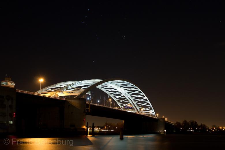 Van Brienenoordbrug - Nog maar eentje  van mijn eerste pogingen nachtfotografie