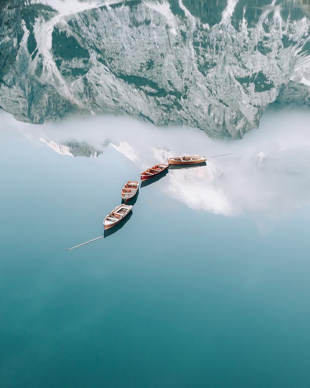 Mirror, Mirror... - Op 1 augustus 2019 was ik bij Lago di Braies in de Dolomieten, Italië. De wekker stond om 5 uur om de zonsopgang en het stille wat