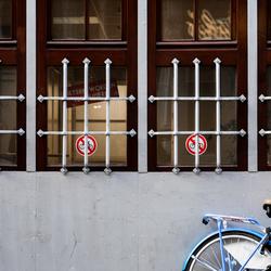 Verboden fietsen te plaatsen a.u.b.