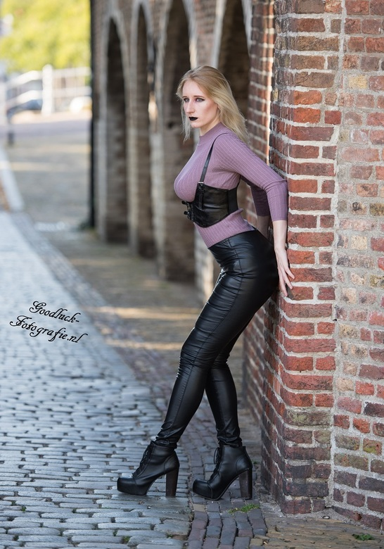 In black leather - Uit een mooie streetshoot met model Dragica<br />