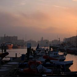 Zonsondergang bij de haven