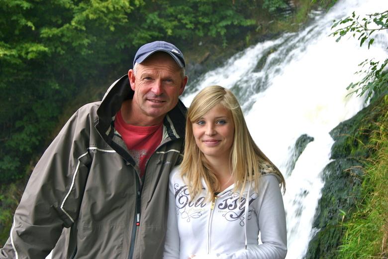 Bij de watervallen van Coo (BE) - Ondanks voortdurende regen toch blije gezichten!