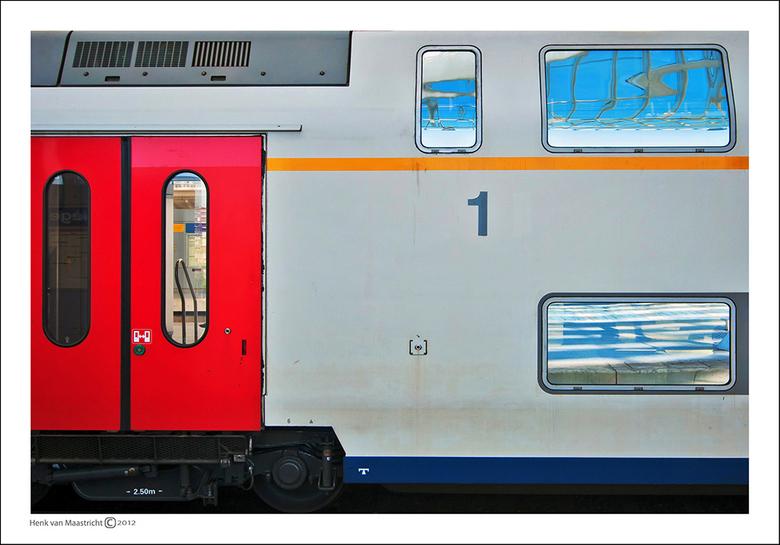Luik-2-33 - Mooie kleuren voor een Hollandse trein.