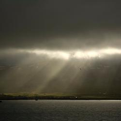 Zonnestralen in IJsland