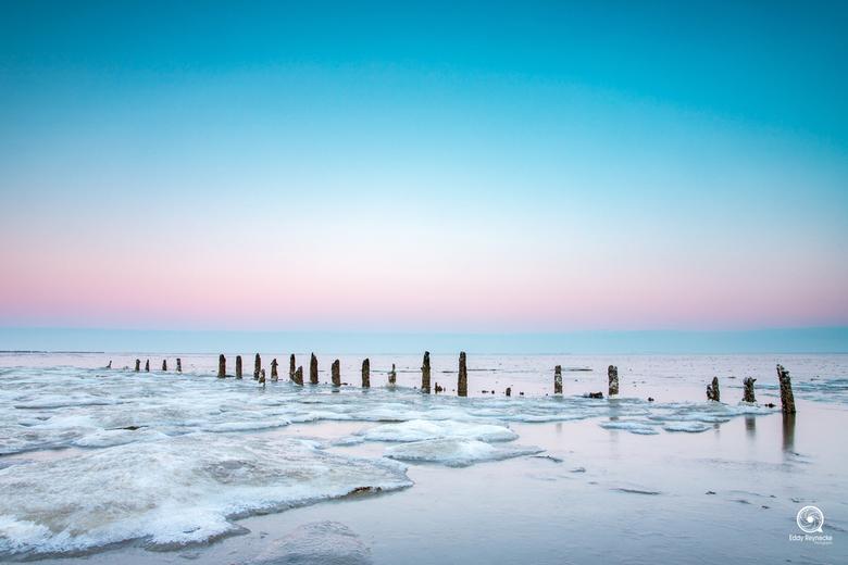 Zonsopkomst Wierum - Mooie sfeer tijdens de zonsopkomst op de wadden bij Wierum.<br /> <br /> Door de kou was er ook veel ijs op het droog gelopen w