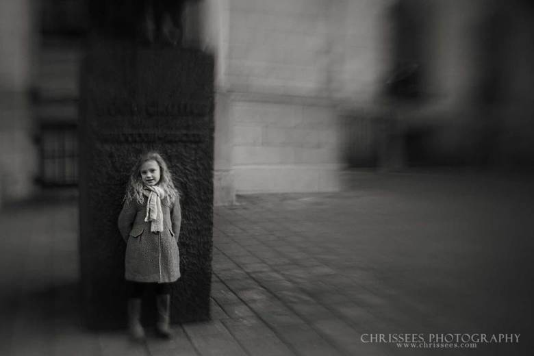 Little girl, big city -