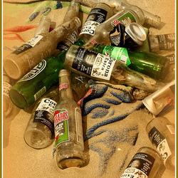 Strand, wijk aan zee, bierflesjes